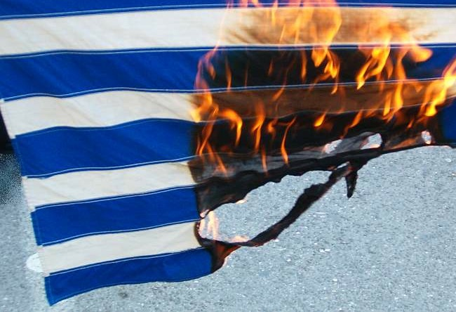 greek_flag_burning1